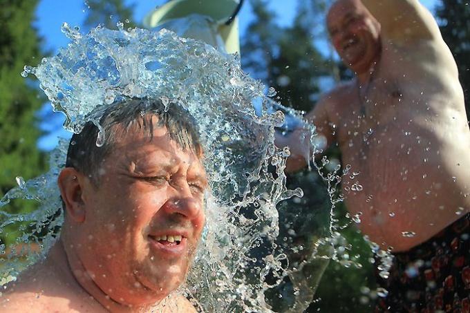 Обливаться холодной водой нужно с умом!