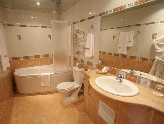 В ванной комнате по фен-шуй следует применять элемент земли