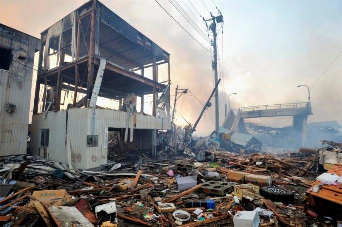 Во время землетрясения нужно соблюдать определенные правила поведения.