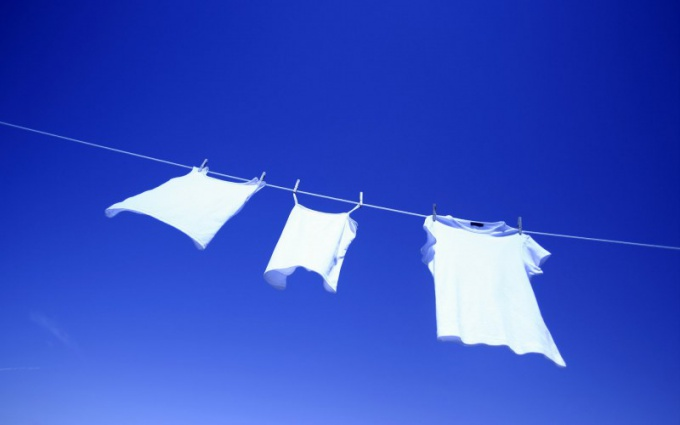 How to hang clothes for drying