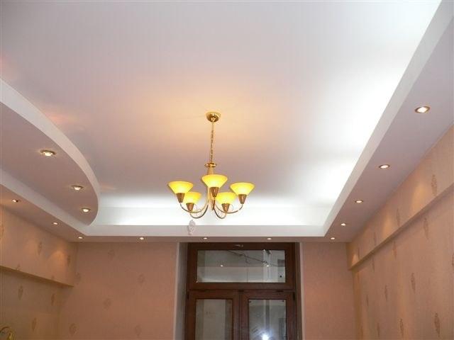 В натяжных потолках можно использовать разные типы освещения