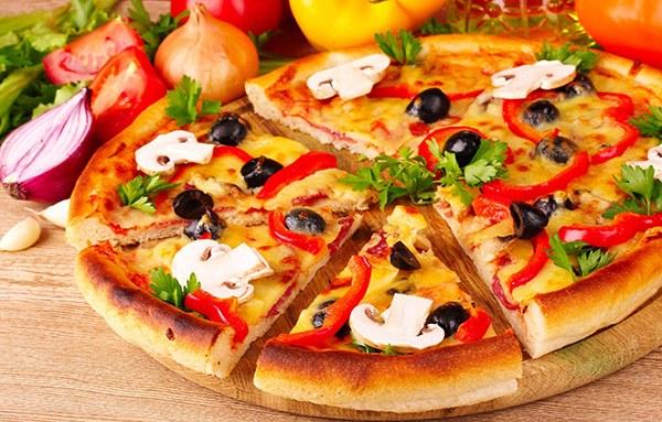 Пицца - очень популярное блюдо итальянской национальной кухни