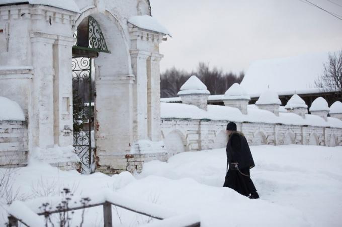 Как можно пожить при монастыре