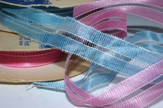 Для плетеного пояса возьмите узкие ленты