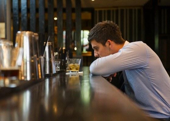 Почему при стрессе люди пьют