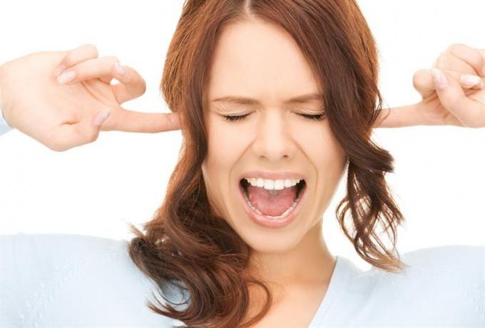 Как снять воспаление в ухе народными средствами