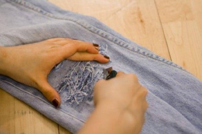 Как художественно порвать джинсы