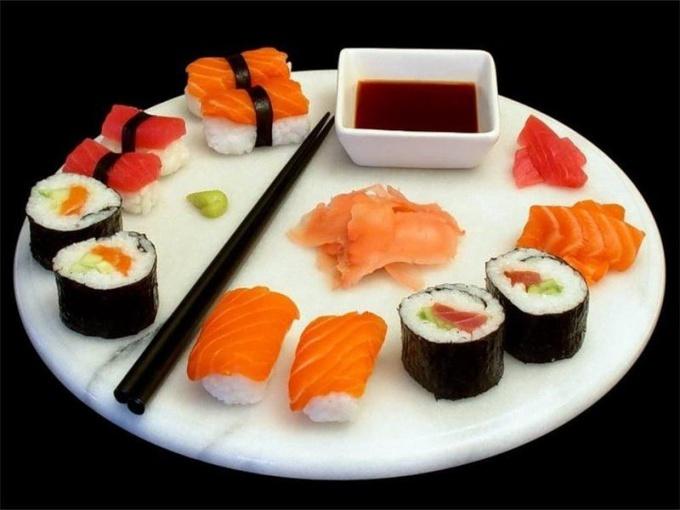 Роллы - традиционное блюдо японской кухни, разновидность суши