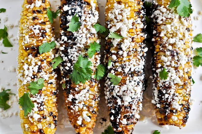 Как приготовить кукурузу на гриле с беконом, сыром и травами