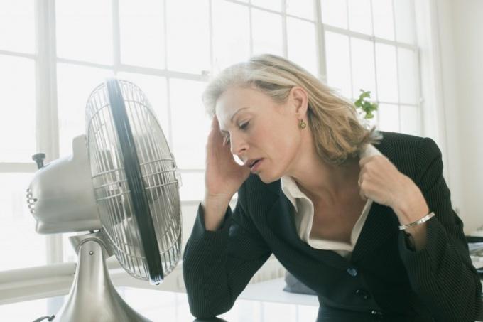 Постоянное увлажнение тела поможет пережить жару