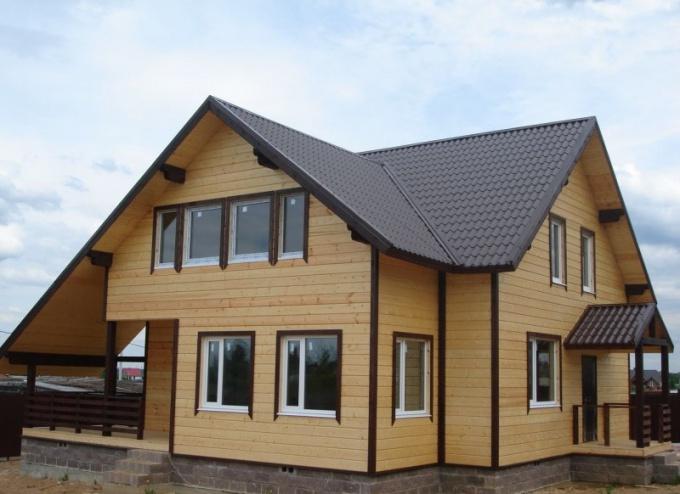 Для небольшого дома самым недорогим будет столбчатый или ленточный фундамент