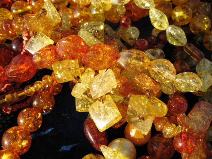 Янтарь - необычный драгоценный камень