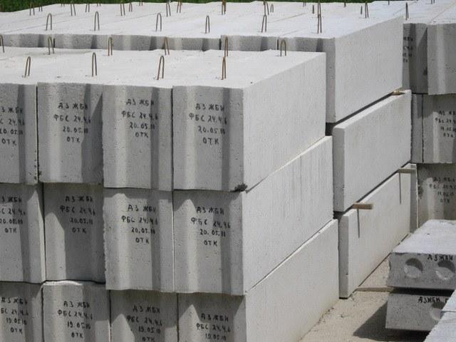 Для изготовления бетонных блоков используют цемент марок М500 и М600