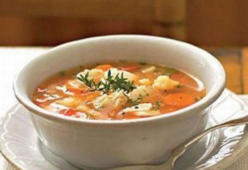 Суп с красной рыбой и томатами