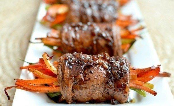Роллы из говядины с овощами