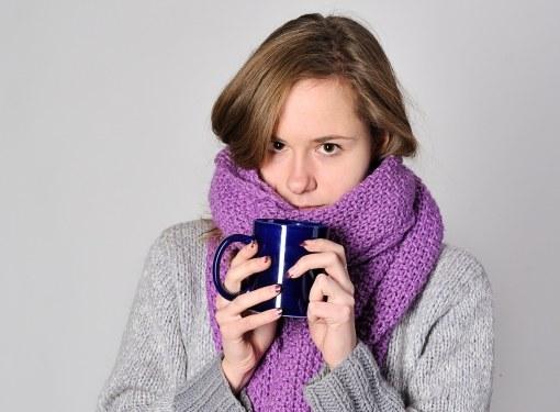 Боль в горле снимут полоскания и теплое питье