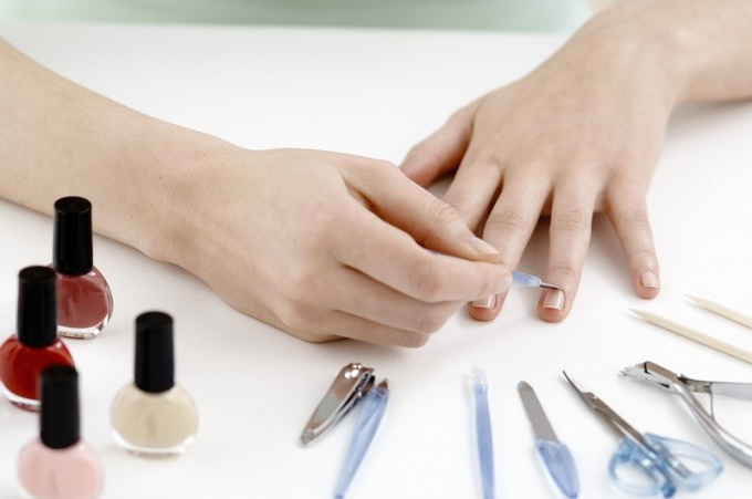 How to make an edging manicure