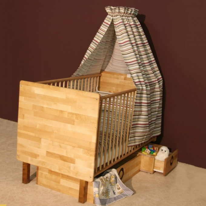 Dowry for the newborn: cradle or crib