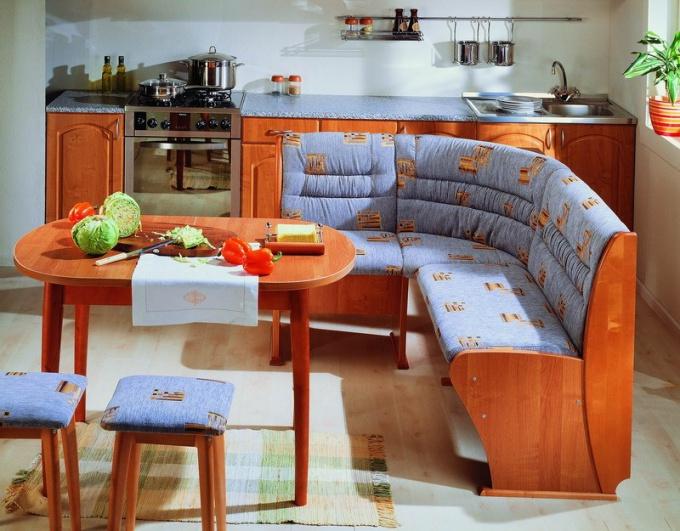 Кухонный мягкий уголок: плюсы и минусы