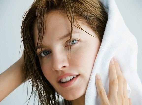 Можно ли взрослым мыть голову детским шампунем