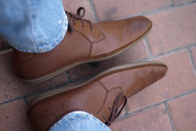 Сны с мужской обувью имеют совершенно разное толкование.