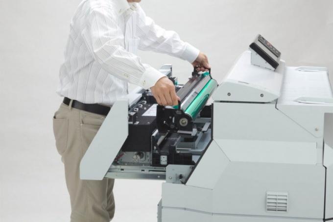В  чем отличия плоттера от принтера