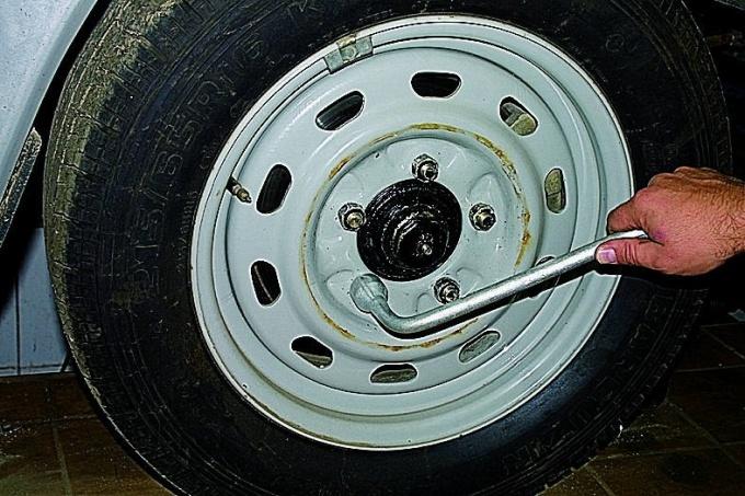 Как переставить колеса