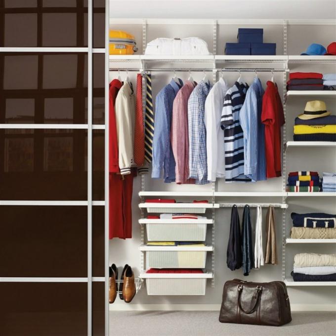 достоинства и недостатки раздвижных дверей для гардеробной
