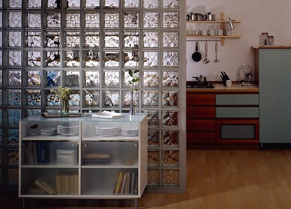 Перегородку из стеклоблоков можно сделать разными способами