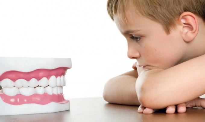 Что делать, если ребенок ночью скрипит зубами