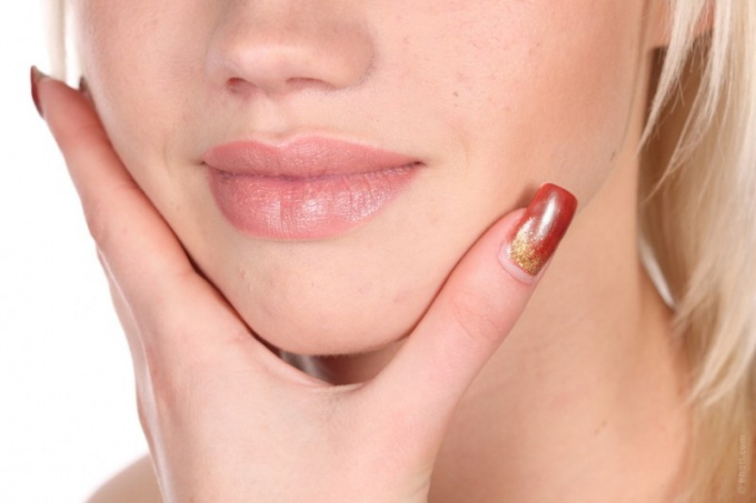 Почему шелушится кожа вокруг рта