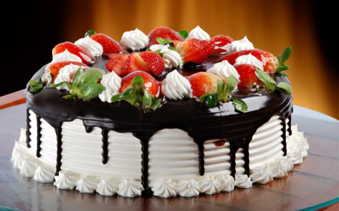 Unusual cake recipes with strawberries