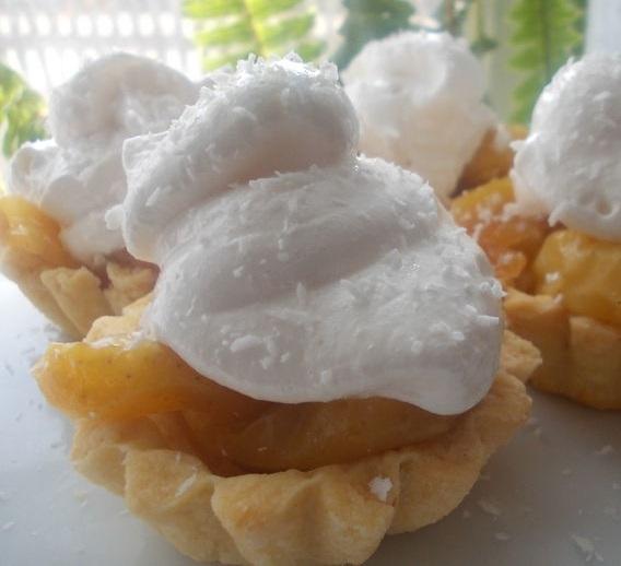 Пирожные с карамельными яблоками и белковым кремом