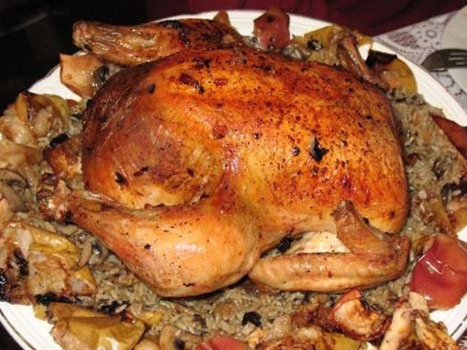 Курица, фаршированная рисом и грибами