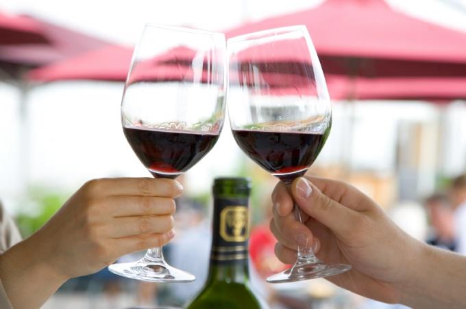 Как следует выбирать вино?