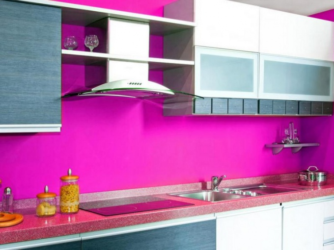 Кухня в розовом цвете