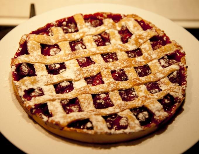 Как приготовить вишневый пирог с решетчатым верхом