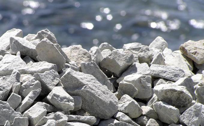 Наличие в бетоне щебня повышает прочность цемента