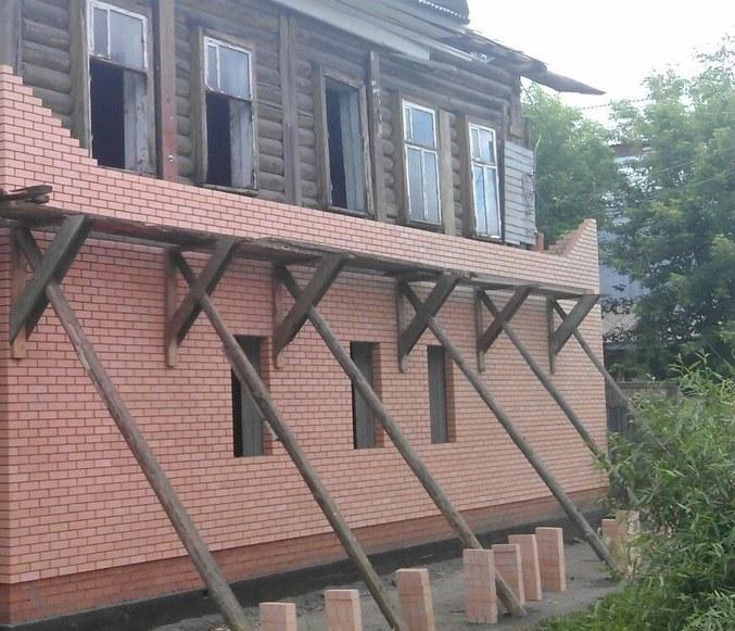 Деревянный дом можно обложить керамическим кирпичом