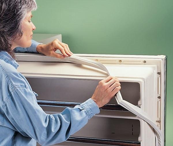 Что делать, если дверца холодильника не закрывается