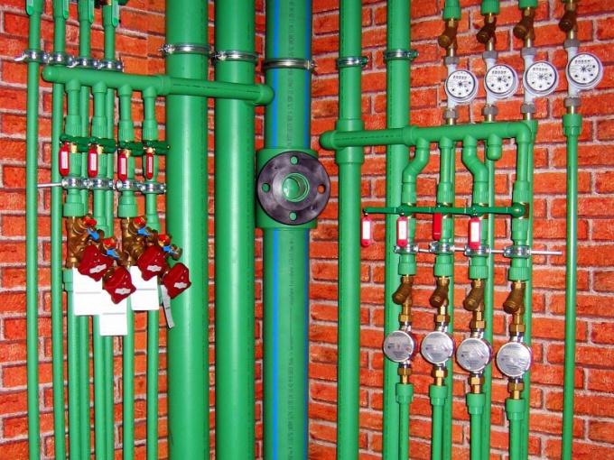 Для монтажа водопровода нужно выбирать надежные трубы