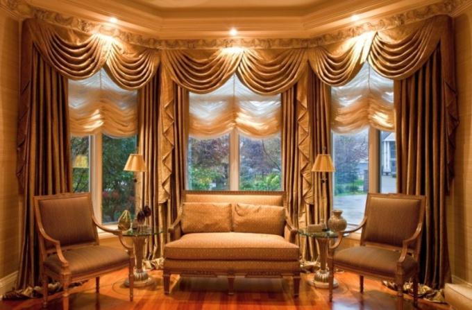 Как выбрать шторы под деревянную мебель