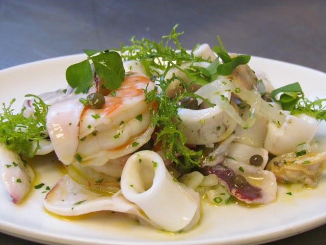 Салат с копченым кальмаром: несколько способов приготовления