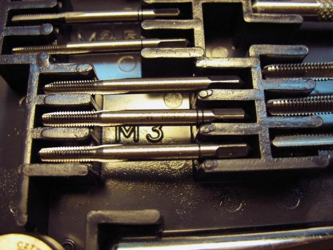 Метчики для нарезания внутренней резьбы