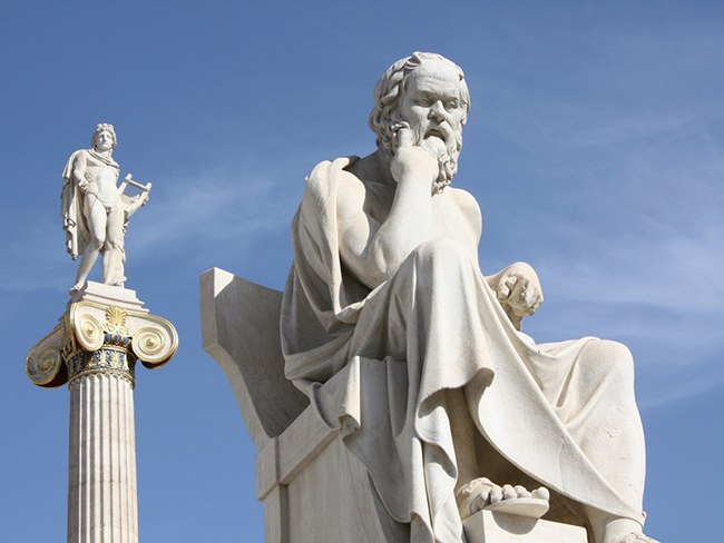 Статуя Сократа и Апполона в Афинах