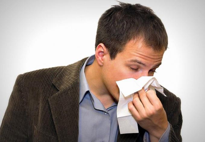 При носовом кровотечении потеря более 20% объема всей циркулирующей крови опасна для жизни!