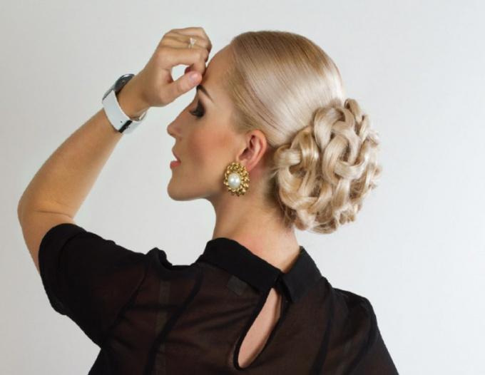 Как красиво заколоть волосы шпильками на новогодний вечер