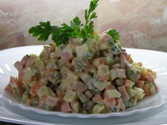 Чем в салате оливье можно заменить колбасу