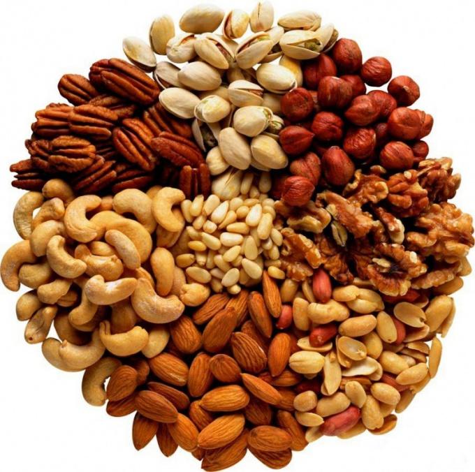 С какого возраста ребенку можно давать орехи