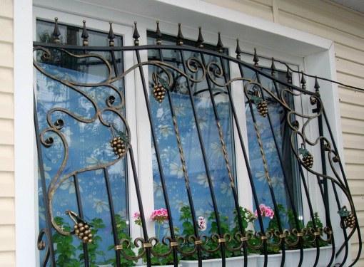 Решетки или бронепленка на окнах - что эффективнее?